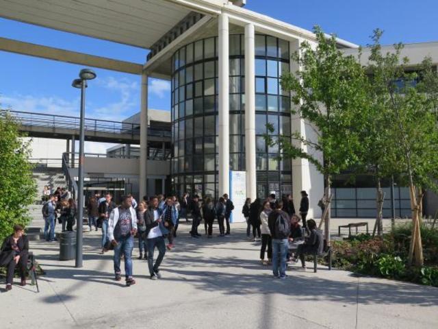Université de Tours, facultés de droit.